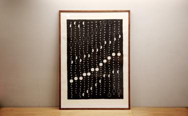 間弓浩司さんデザインの月相カレンダーを入荷しました。