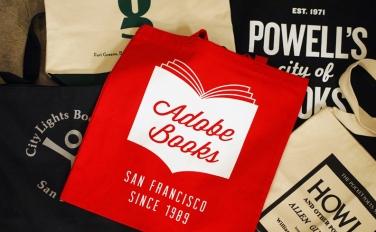 海外書店のトートバッグを集めました。ウェブストアにて好評販売中