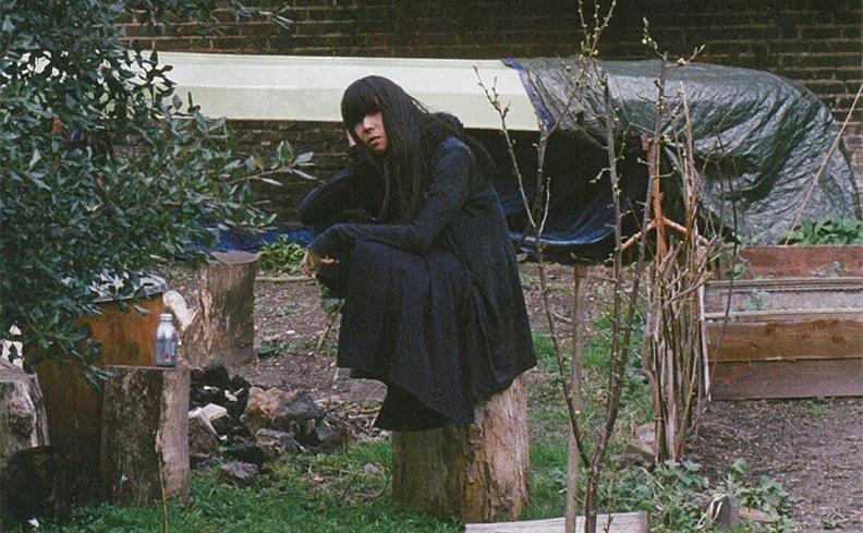 鳥居洋介写真集「BO」。BO NINGENが平穏と狂熱のあいだをさすらう瞬間