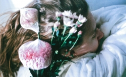 花と写真とファッションが共鳴する。edenworks bedroomの世界が詰まったZINE『be』