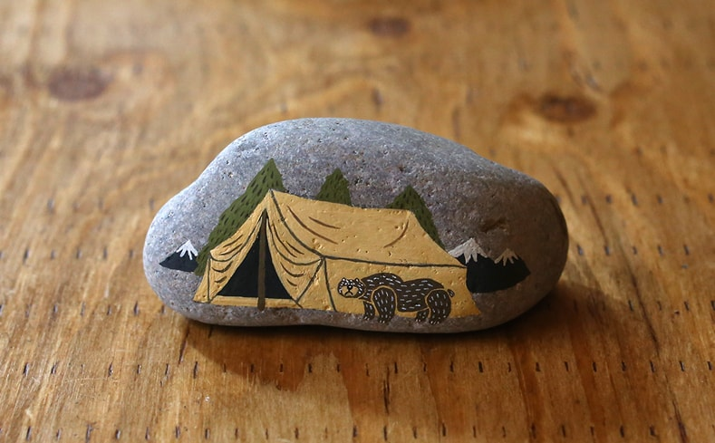 ペーパーウェイト Bear by a Tent | オカタオカ