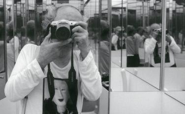 """荒木経惟の2017年現在。「センチメンタルな旅」、「写狂老人A」からアラーキーの""""写真道""""を読み解く"""