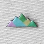 MEDO × ハトホタテ エナメル(七宝焼)ブローチ | 山なみ